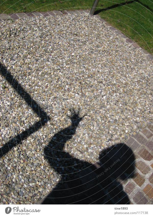Shadow II dunkel Kiesbett saftig grün pflastern Außenaufnahme Sommer Schatten deutlich lustig Garten gepfelgt Mensch Stein mehrfarbig Rasen Wege & Pfade