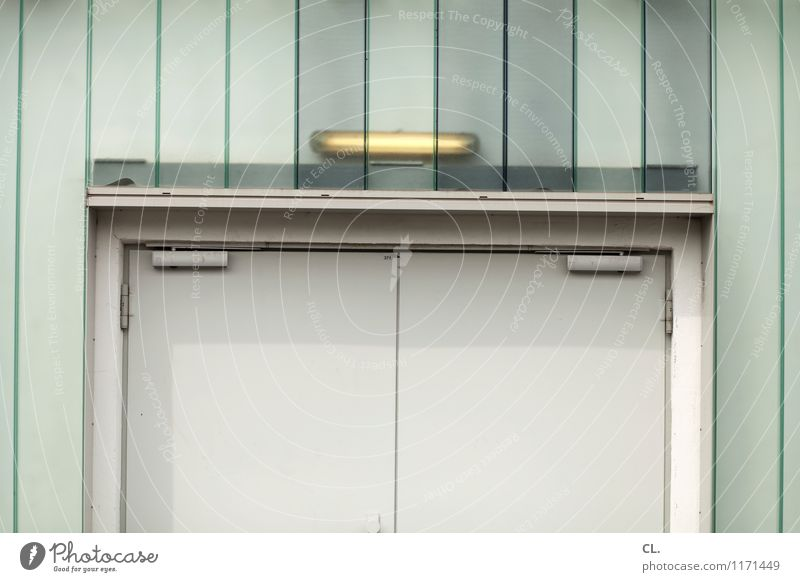 keep door closed Industrieanlage Fabrik Tür Eingang Ausgang Beleuchtung Neonlampe trist Pause stagnierend geschlossen Farbfoto Außenaufnahme Menschenleer Tag