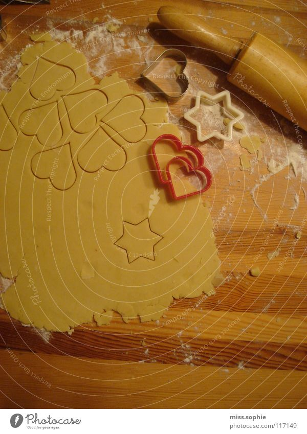 schönste zeit abstrakt Strukturen & Formen Teigwaren Backwaren Kuchen Ernährung Holz Herz Liebe lecker süß Nudelholz Plätzchen Mehl Sandspielzeug Versuch