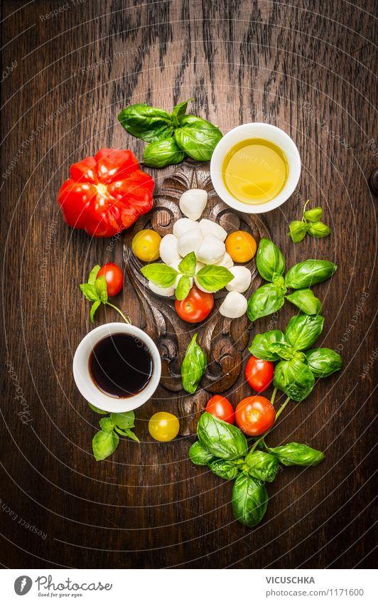 Italienische Küche -Tomaten Mozzarella Salat zubereiten Lebensmittel Käse Milcherzeugnisse Gemüse Salatbeilage Kräuter & Gewürze Öl Ernährung Mittagessen Büffet