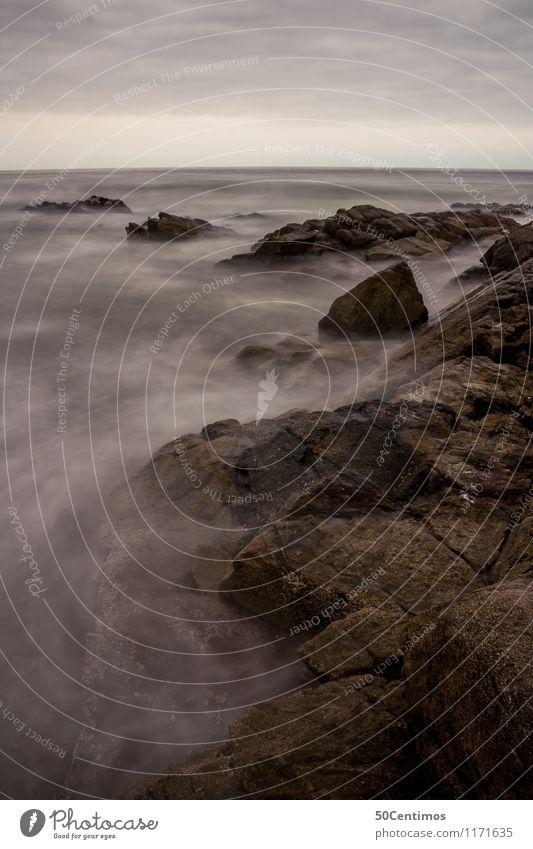 Nebel über dem Meer Natur Einsamkeit ruhig Strand kalt Umwelt Stein Stimmung Felsen Horizont Kraft Wellen Insel Klima
