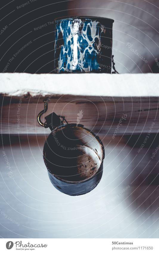 Alte Töpfe alt blau schwarz kalt Innenarchitektur Dekoration & Verzierung elegant ästhetisch Küche entdecken Reichtum Tasse Topf Tassenregal