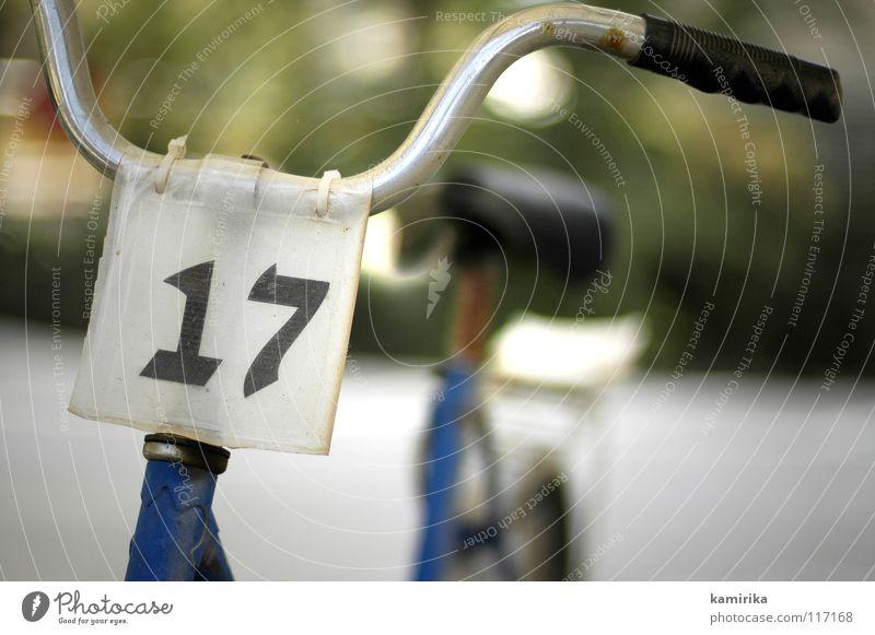 17 Fahrrad Beginn Ziel Ziffern & Zahlen Rasen führen Sportveranstaltung lenken Fahrradlenker Wette Schliff