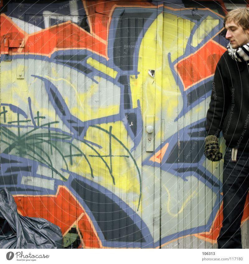 THE MÜLLSACK AND THE BOY [KOFA08DD] Mensch Mann Stadt kalt Wand Graffiti Kunst dreckig maskulin stehen Kultur Müll Dresden trashig Stadtteil Schal