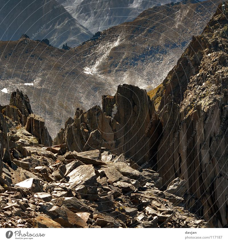 Endzeit Berge u. Gebirge Stein Felsen kaputt Schweiz Alpen Verfall Scherbe