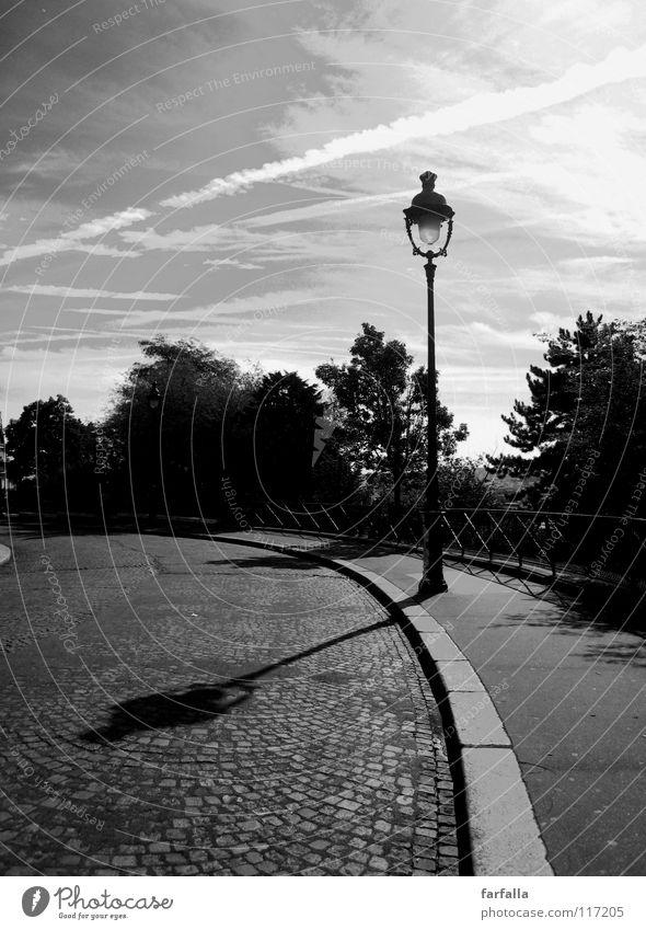 Paris-C'est chic Stadt Laterne Licht dunkel b/w Schwarzweißfoto Schatten hell Himmel Straße