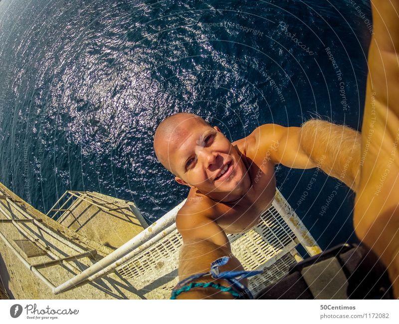 Vom Sprungturm Mensch Natur Ferien & Urlaub & Reisen Jugendliche Mann Sommer Sonne Meer Junger Mann ruhig Freude 18-30 Jahre Ferne Strand Erwachsene Sport