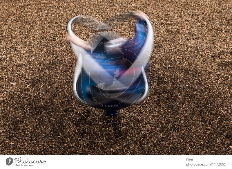 Turn Freizeit & Hobby Spielen Mensch Kind Kindheit Jugendliche 1 3-8 Jahre Spielplatz drehen Bewegung Langzeitbelichtung Farbfoto Außenaufnahme Experiment Tag