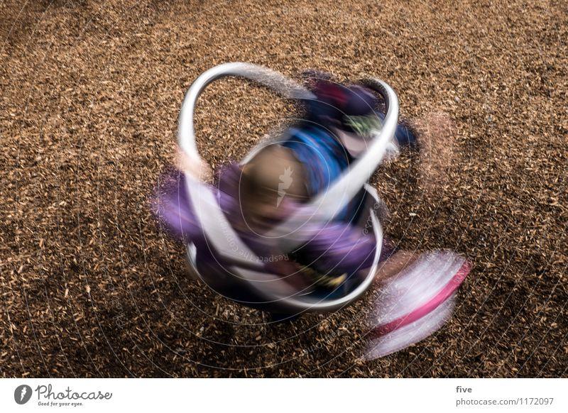 Turn III Freude Glück Freizeit & Hobby Spielen Mensch maskulin Kind Kindheit Jugendliche 2 3-8 Jahre drehen Bewegung Langzeitbelichtung Spielplatz Farbfoto