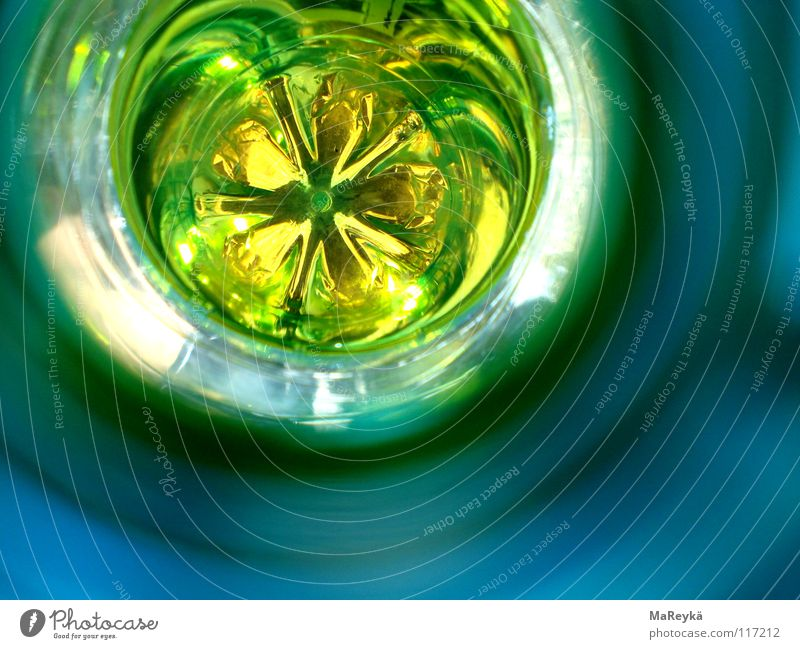 in the deep of your böttläää Wasser grün leer Getränk Güterverkehr & Logistik trinken rund Bodenbelag Müll Kunststoff Flasche Langeweile Saft Erfrischung