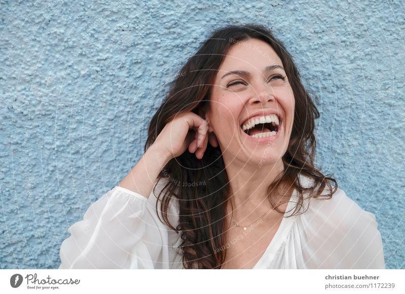 Laughing Mensch Frau Freude Erwachsene natürlich feminin Gesundheit Glück lachen Freiheit träumen Zufriedenheit frisch authentisch Fröhlichkeit Lebensfreude