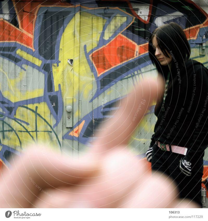 WE.LOVE.KOTZFARBEN [KOFA08DD] Mensch Frau Farbe rot schwarz kalt Wand Graffiti feminin dreckig stehen warten Finger berühren Niveau zart