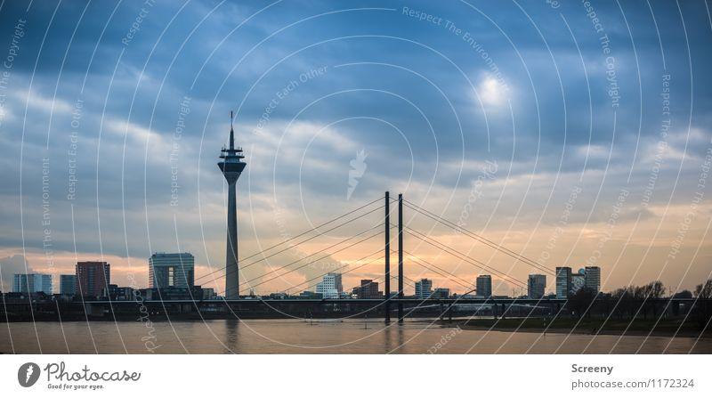 Düsseldorf Skyline Himmel Wolken Sonnenaufgang Sonnenuntergang Fluss Rhein Bundesadler Stadt Stadtzentrum Hochhaus Brücke Turm Bauwerk Gebäude Architektur