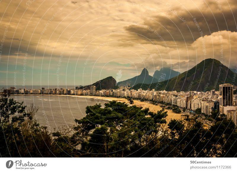 Copacabana in Rio de Janeiro Natur Ferien & Urlaub & Reisen Erholung Meer Landschaft ruhig Wolken Ferne Strand Berge u. Gebirge Küste Freiheit Tourismus Wellen Hochhaus Abenteuer
