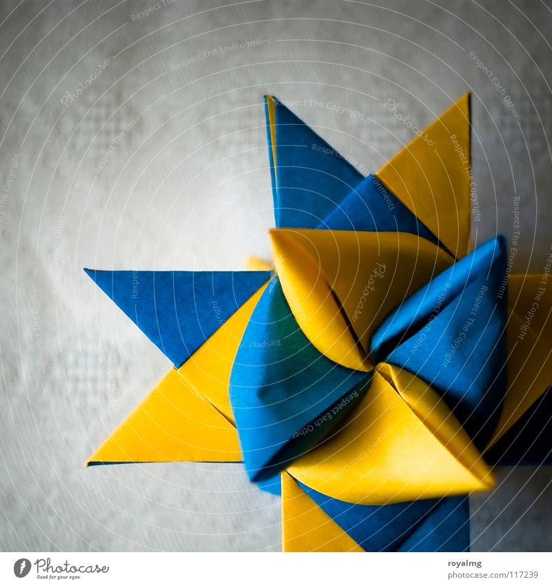 schwedische Bastelstunde Weihnachten & Advent blau gelb Papier Stern (Symbol) Wut Handwerk Decke Schweden Ärger Basteln Kultur