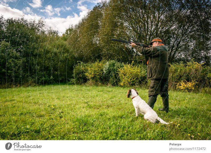 Jäger mit einem Gewehr Hund Mensch Natur Mann Landschaft Erwachsene Herbst Wiese Sport Spielen Freizeit & Hobby wild Aktion Aussicht Jahreszeiten Konzentration