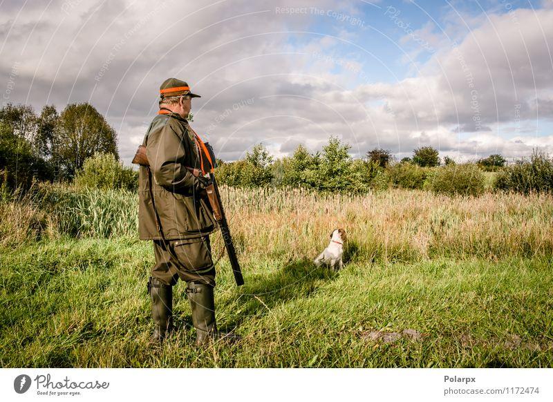 Ältere männliche Jagd mit Hund Mensch Natur Mann Erholung Landschaft ruhig Erwachsene Senior Wiese Herbst Gras natürlich maskulin wild Freizeit & Hobby