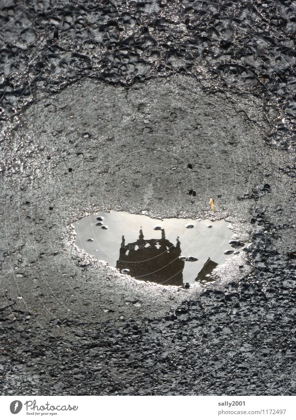 aus alten Märchen... Menschenleer Kirche Dom Palast Burg oder Schloss Turm Straße dunkel gruselig historisch grau schwarz Hoffnung Glaube bizarr Endzeitstimmung