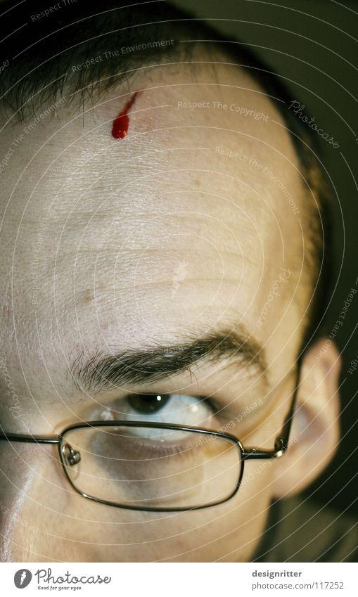 Erkenntnis Stirn verletzen Wunde Blut Kratzer Schnittwunde geschnitten Gedanke Verstand Verständnis entdecken Denken platzen brechen zerspringen explodieren