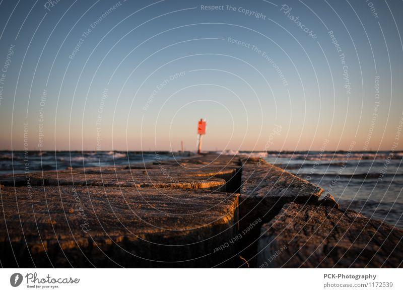 Rot am Horizont Ferien & Urlaub & Reisen Sommer Wasser Meer Strand Frühling Küste Holz Tourismus Wellen Schilder & Markierungen Zukunft Schönes Wetter Bucht