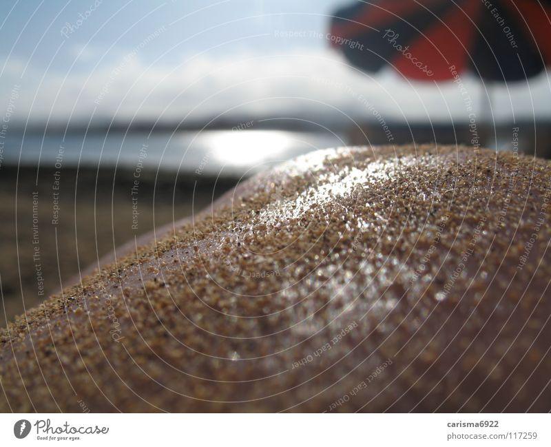 summerfeeling Mensch Wasser Sonne Meer Sommer Freude Strand Sand Haut Sonnenschirm