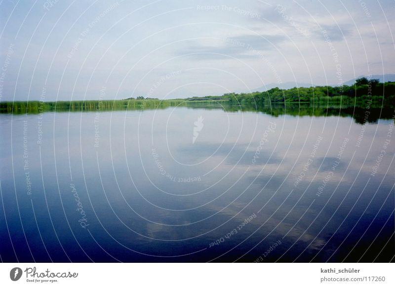 morgens am See Himmel Natur Wasser blau Ferne Küste Horizont Fluss unberührt Mittelamerika Guatemala