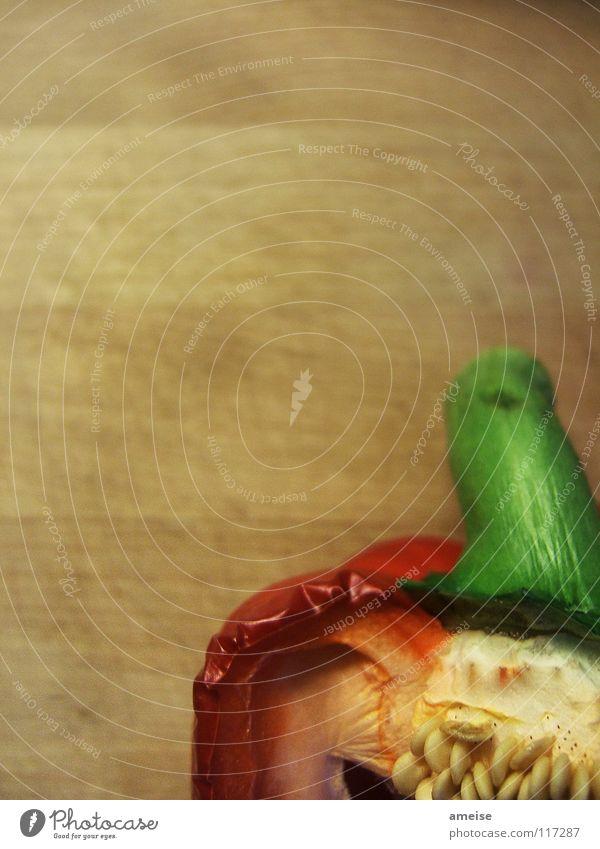 und noch eine alte Paprika grün schön rot dunkel Holz Küche trocken Gemüse Wissenschaften Bioprodukte Abendessen Kerne