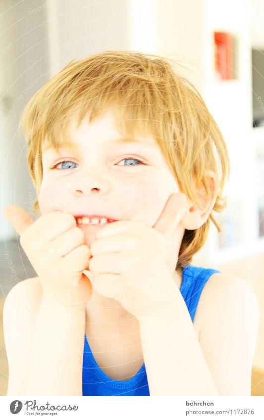 mama ist die beste;) Kind Junge Kindheit Haut Kopf Haare & Frisuren Gesicht Auge Ohr Nase Mund Lippen Zähne Arme Hand Finger 3-8 Jahre blond langhaarig Lächeln