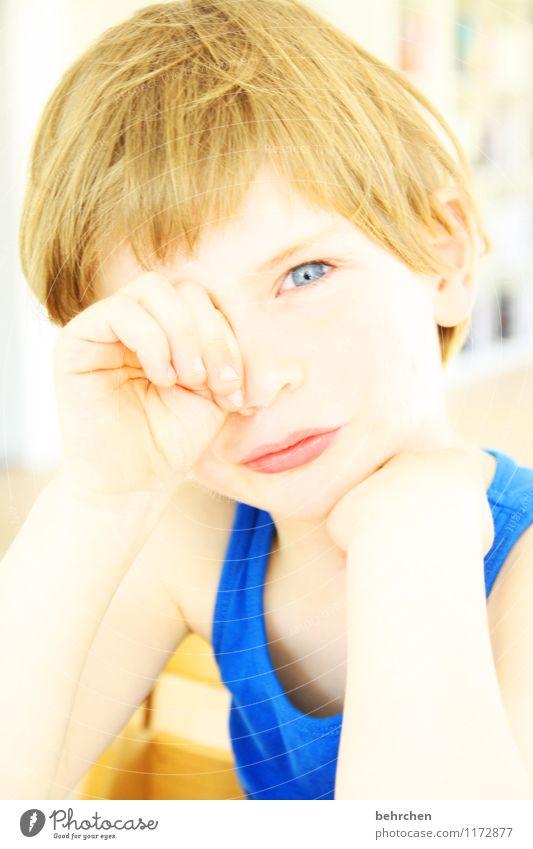 wo... Kind Junge Kindheit Körper Haut Kopf Haare & Frisuren Gesicht Auge Ohr Nase Mund Lippen Arme Hand Finger 1 Mensch 3-8 Jahre blond langhaarig schlafen