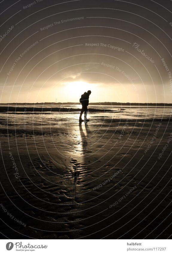 allein Einsamkeit Strand Sonnenuntergang Meer Spiekeroog Wolken dunkel Küste Nordsee Insel Regen Wetter Sand Schatten Abend