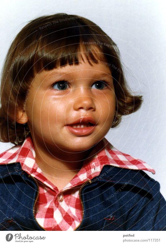 Pixifotokult früher Kind Blitzlichtaufnahme frisch süß Mädchen groß schön niedlich Kleinkind alt lachen Gesicht Kindchenschema Auge Fotographie