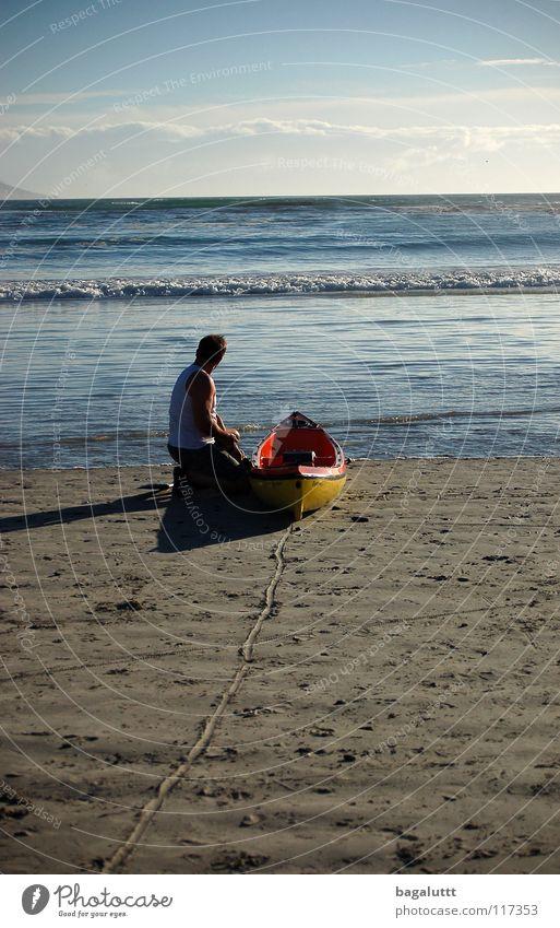 spur Meer Strand Küste Mann Wasserfahrzeug Ruderboot Paddel rot Wassersport Ferien & Urlaub & Reisen träumen Sommer Wolken Panorama (Aussicht) ausschalten