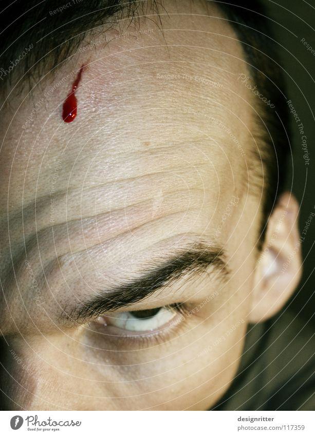 Migräne Stirn verletzen Wunde Blut Kratzer Schnittwunde geschnitten Kopfschmerzen Wut Ärger gefährlich Aggression Täter Reaktionen u. Effekte Antwort