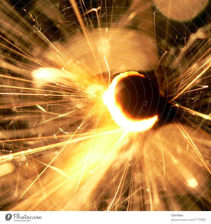 WunderKerze_04 Weihnachten & Advent weiß schwarz gelb dunkel hell Feste & Feiern glänzend Brand Geburtstag gold Feuer Stern (Symbol) Silvester u. Neujahr heiß