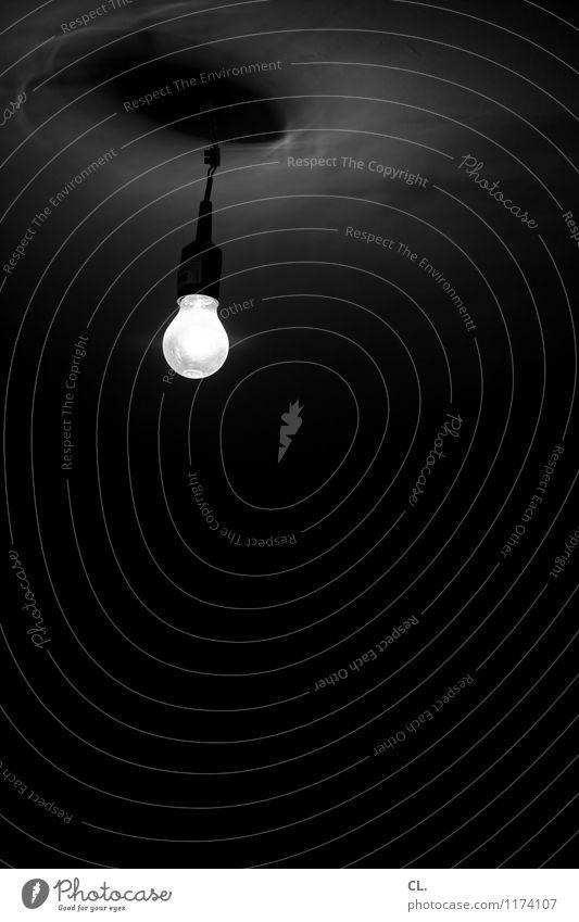 hitchcock dunkel Wohnung Raum Angst Häusliches Leben Energie gruselig Glühbirne