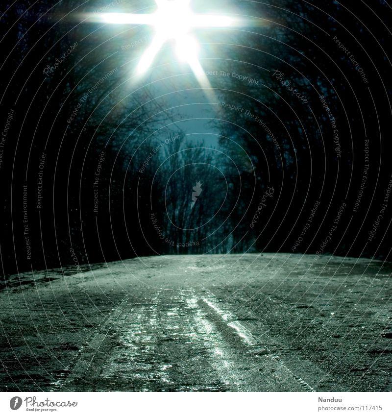 brrrrrrrr kalt frieren dunkel Licht Stern (Symbol) Hügel Winter Eis lichtvoll Tauwetter Sonnenstrahlen Europa Schnee blau Blendenfleck Spuren aufwärts