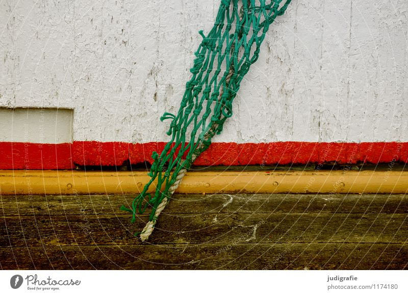 Island Schifffahrt Fischerboot Wasserfahrzeug An Bord Holz mehrfarbig gelb grün rot Farbstoff Anstrich gestalten Netz Fischernetz Fischereiwirtschaft Streifen