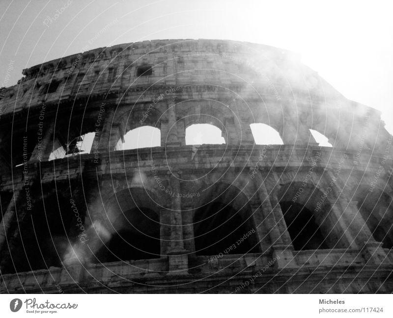 Rom Italien Fenster Ferien & Urlaub & Reisen dunkel Koloseum Sonne Schatten Römer..