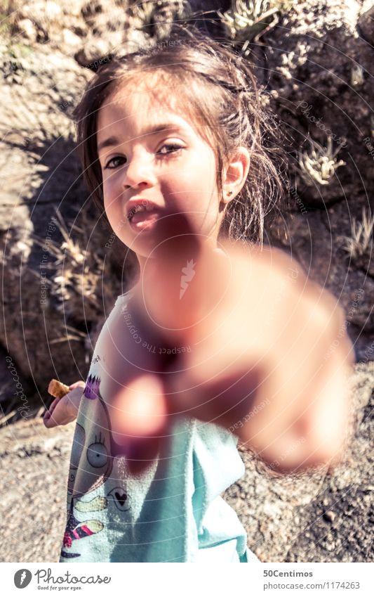 You are the next Mensch Kind Mädchen Glück Schule Kindheit lernen Finger T-Shirt entdecken zeigen brünett Kleinkind langhaarig 3-8 Jahre Photo-Shooting