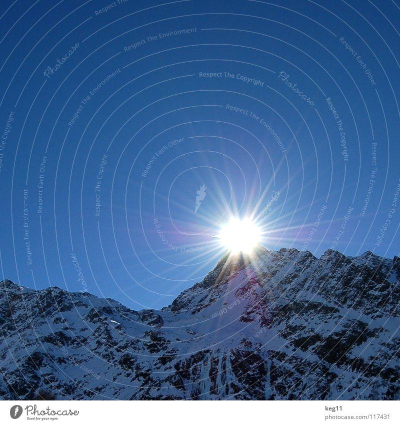 Spitzen [-sonne] Himmel Natur Ferien & Urlaub & Reisen blau weiß Sonne Landschaft Winter schwarz Berge u. Gebirge Schnee Freiheit fliegen Felsen Eis