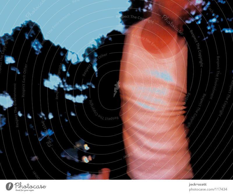 Grillen Stil maskulin 1 Mensch Wolkenloser Himmel Baum Park T-Shirt Unterhemd leuchten stehen Erotik heiß trendy Gefühle Leidenschaft Reinlichkeit träumen