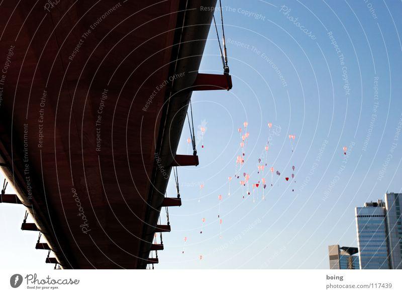 Fernmeldeästhetik - Aufstieg Luftballon aufsteigen loslassen Luftpost Sonnenuntergang Stadt Partnerschaft Ehe Verbundenheit Vertrauen Sehnsucht Wunsch träumen
