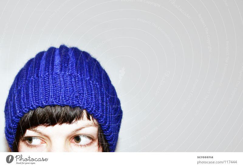 4 Ears Only Frau Porträt braun Mütze Winter kalt grau Unglaube gestrickt Wolle heizen Physik Haare & Frisuren blau Auge Blick Pony äh Hut Einsamkeit Wärme