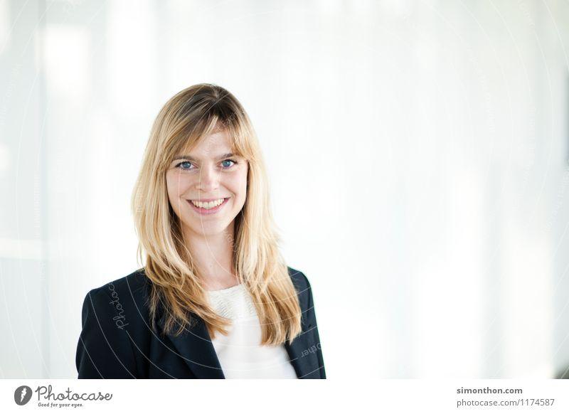 Businessportrait Mensch Freude Erwachsene feminin sprechen Stil Glück Lifestyle Business Büro elegant Erfolg lernen Studium Bildung Team
