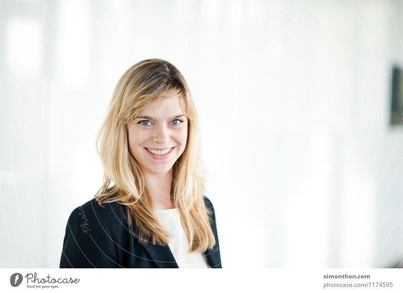 Business Portrait Mensch Freude Erwachsene feminin Stil Glück Stimmung Lifestyle Arbeit & Erwerbstätigkeit Business Büro Erfolg Kreativität lernen Studium Bildung