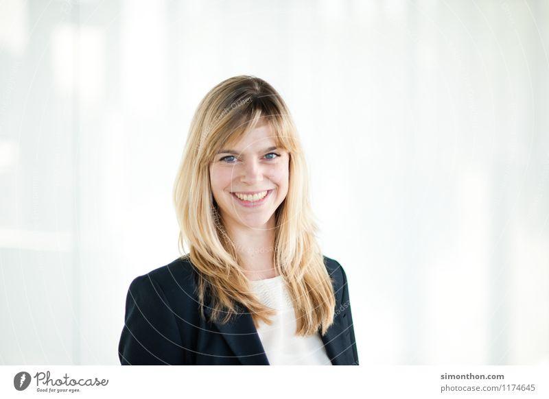 business portrait Mensch Ferien & Urlaub & Reisen Jugendliche Freude 18-30 Jahre Erwachsene feminin Schule Freundschaft Business Büro Erfolg Beginn lernen