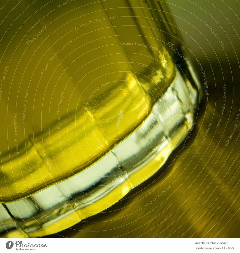 LIQUID II Eiswürfel Kunstlicht Becherrand Glas Am Rand Flüssigkeit kalt kühlen gelb Luftblase Limonade Getränk trinken Durstlöscher Ecke Muster eckig Oberfläche