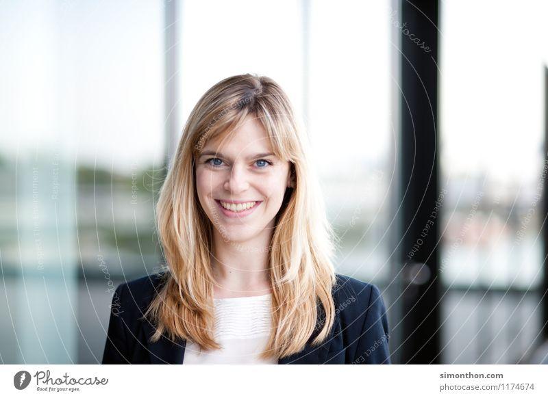 Business Portrait Mensch Erwachsene feminin sprechen Kopf Lifestyle Business Büro Erfolg Studium Idee Bildung Erwachsenenbildung Student Beratung Sitzung