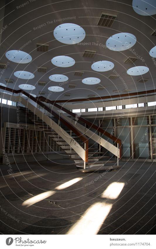 >°°°. Haus Sonne Industrieanlage Fabrik Bauwerk Gebäude Architektur Treppe Dach Einsamkeit Farbfoto Gedeckte Farben Innenaufnahme Menschenleer