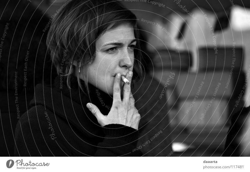 smoke. forbiden Dame Schwarzweißfoto bw woman french france outside sommieres face